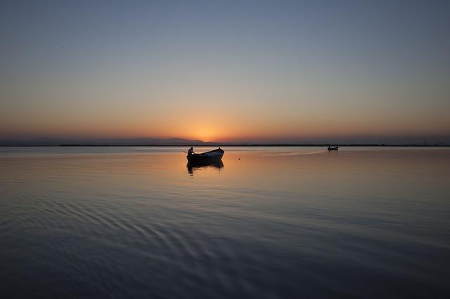 лодка море рыбак